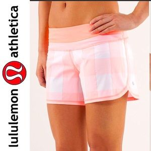 ❤️ Rare Lululemon Coral Gingham Groovy Run Short 6